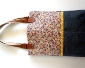 purse with front pockets and leather straps (multicolored flowers and yellow lining)