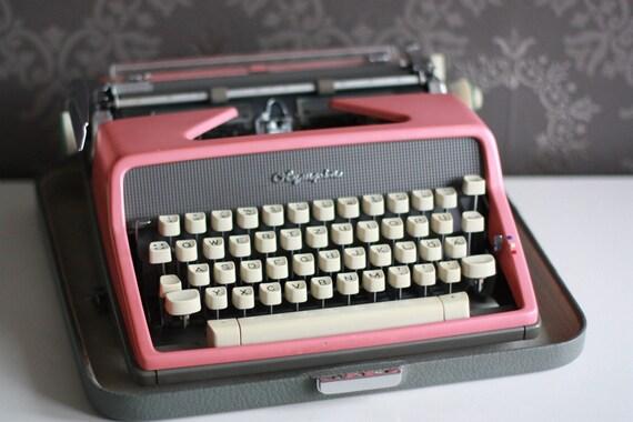 machine crire olympia de vintage rose magnifique. Black Bedroom Furniture Sets. Home Design Ideas