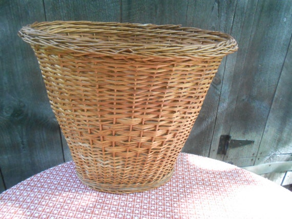 Vintage decorative wicker waste or trash by rememberingdiane - Wicker trash basket ...
