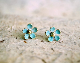 Daisy earrings,Flower earrings, Daisy jewelry, Flower jewelry, Daisy stud earrings, Stud earrings, Tiny earrings,tiny stud earrings,Earrings