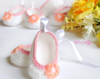 Crochet baby girl shoes, white pink with peach flower, Newborn shoes