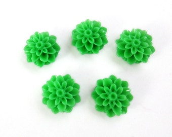 5 Kelly Green Resin Flower Cabochon / Grass Green Mum Flower / Green Dahlia Cabochon / 5 pc