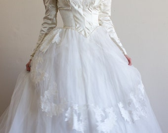 "1950's Priscilla of Boston Wedding Gown / Silk / XS / 23"" Waist"
