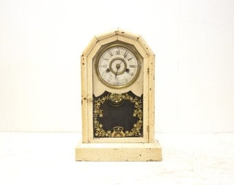 Cream Colored Vintage American Octagon Shelf Clock