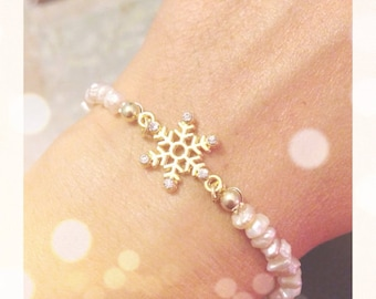 Bracelet with pearls and snowflake