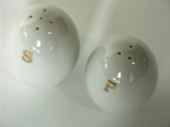 Vintage egg shaped salt pepper shakers made in japan - Egg shaped salt and pepper shakers ...