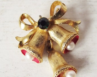 Vintage Christmas Bell Pin - Unmarked Costume Jewelry Brooch - Christmas in July - CIJ