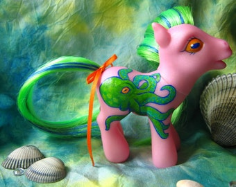 My Little Octopony - OCTOPUS PONY, Customized g3 MLP, Octopi, Custom cm Ponies in Pink and Green, Nifty Cephalopod Cutie Mark, Tentacles