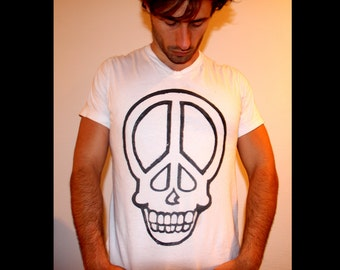 Skull peace sign vneck