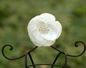 Ivory hair flower Wedding hair flower Bridal hair comb Wedding hair comb Off white hair flower Hair accessories Bridal accessories Hair