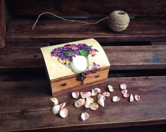 Jewelry Box, Cottage chic Chest, Keepsake Box , Rustic Flowers box