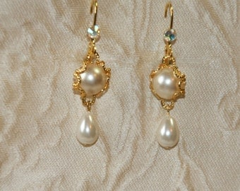 Wedding Earring Bridal Pearl Earrings Gold Chandelier Earrings Ivory Drop Pearl Bride Earrings Vintage style Bridal Crystals Pearl Earrings