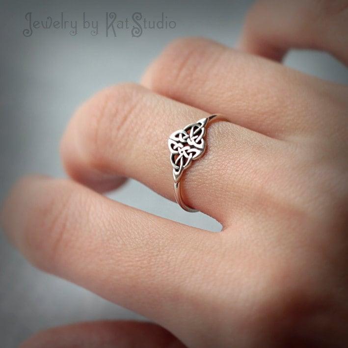 celtic knot ring infinity knot love knot ring celtic. Black Bedroom Furniture Sets. Home Design Ideas