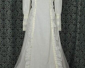 "Alfred Angelo, ILGWU Long Sleeve Vintage 1970's Ruffles, Ribbon & Lace Wedding Dress/Gown w 61"" Train, Size 12"
