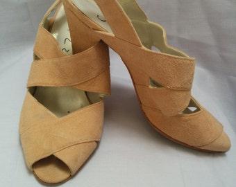 90's Beige heels. US7.5