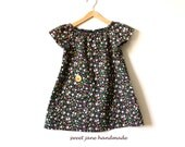 GIRLS  BLOUSE / size 2T / vintage calico print with wooden button