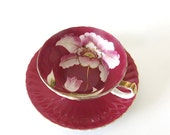 SALE! Vintage Relco Tea Cup & Saucer. Stylized Tulip. Berry Red. Cerise. Wine. Pink. White. Green Leaves. Elegant. Gold. Footed. Japan [6]