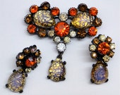 Japanned brooch earrings set. Claudette, rhinestone / foil opal glass. Unsigned book piece.