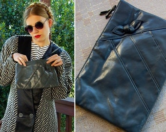 IRON Grey 1970's 80's Vintage Dark Grey Vinyl Purse with Bow // by Fashion Right