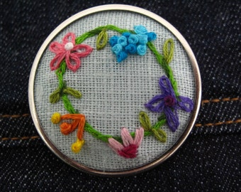 Framed Ring of Flowers Linen Brooch - Embroidery
