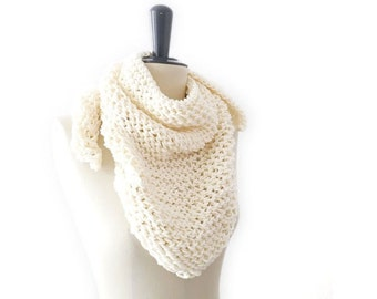 Merino Wool Triangle Lace Knit Scarf. Soft Cream / Ivory White. Romantic / Spring Fashion. Handmade in France.