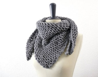 Merino Wool Triangle Lace Knit Scarf in Soft Neutral Gray. Romantic. Fall / Winter / Spring Fashion. Handmade in France.