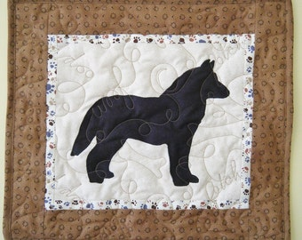 SALE --- Siberian Husky - Quilted Mini Dog Wall Hanging 16.5 x 15
