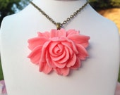SAROYA Sweet Pink Rose Necklace. Handmade Resin Flower Necklace by Voleurdebijoux