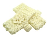 Butter Cream Crochet Fingerless Gloves with Flower, Cream Texting Gloves, Butter Cream Wristwarmers, GL121-01