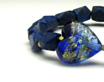 Natural HAND CUT Lapis Lazuli Modern Beaded Bracelet, Cobalt Murano Glass Heart, Organic Lapis Stretch, for Her Under 275