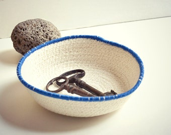 Cotton cord bowl in natural white and mediterranean blue