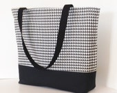 Houndstooth Tote . Black White Standard size .  Houndstooth beach bag  great teacher or bridesmaid gifts Football season Monogram Available