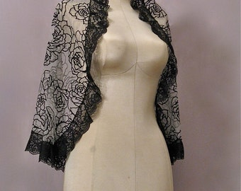 Black And White Elbow Length Wedding Veil With Black Lace And Roses