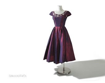 Taffeta 50s Full Skirt Dress // 1950s Garnet Purple Party Dress S
