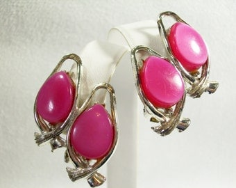 Vintage 60s Fuschia Pink Thermoset with Silver Tone Clip Earrings