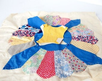 Vintage 1930's Dresden Plate Quilt Block and Pieces
