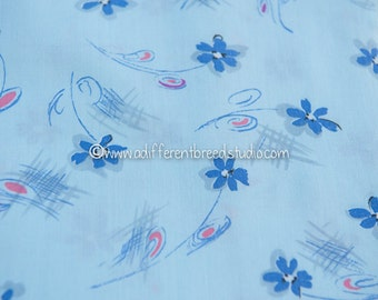 Pastel Purple Daisies  - Vintage Fabric 60s New Old Stock Adorable Floral