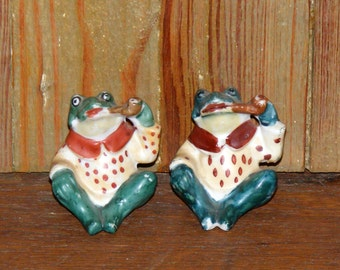 Vintage Anthropomorphic Bisque Frog smoking Pipe Salt and Pepper Shakers marked Japan