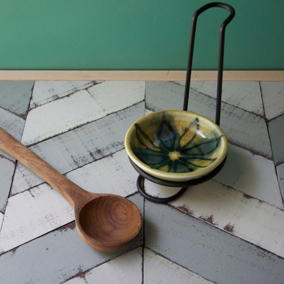 green spoon rest with metal stand