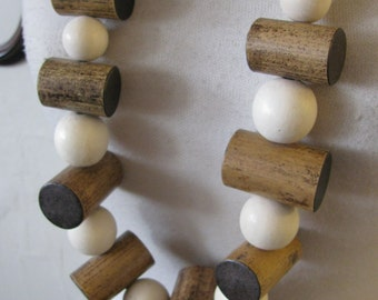 VTG wooden beaded necklace