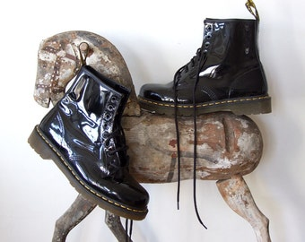Dr Martens 1980 black vintage boots, unique black lacquered leather ankle boots, laced up boots, goth vintage boots, back to school boots