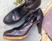 1970s Vintage Black Leather Platform Wing Tip Heels Shoes  7 1/2