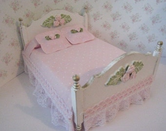 Bed, double, Pretty spread , dollhouse miniature, twelfth scale