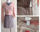 90s CALVIN KLEIN exposed, exaggerated double zip, 5 pocket denim, jean mini skirt, in a pink & grey cross dye. Size 3