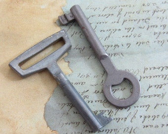 Skeleton Keys - Vintage Antique keys-  Barrel keys- Steampunk - Altered art F65