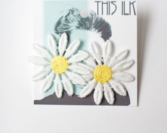 Lace earrings - Daisy - White and yellow lace