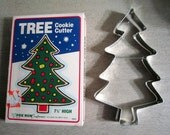 Vintage 1984 7 1/2 Inch Fox Run Christmas Tree Cookie Cutter