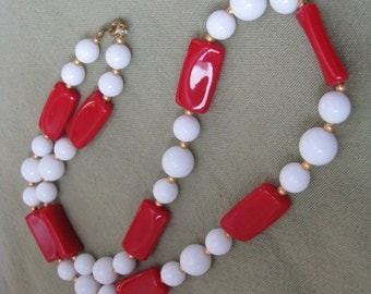 Red white gold tone vintage bead necklace