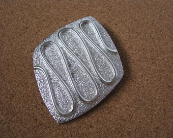 Vintage Silvery Nile textured pin pendant by Sarah Coventry