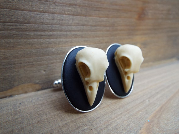 Edgar Raven Skull Cameo Cufflinks by cinsationalbaubles on Etsy